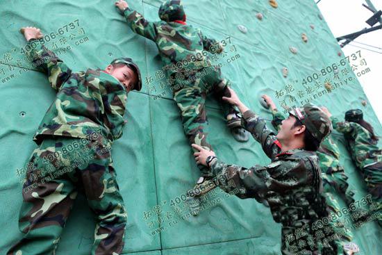 武警军官训练攀岩